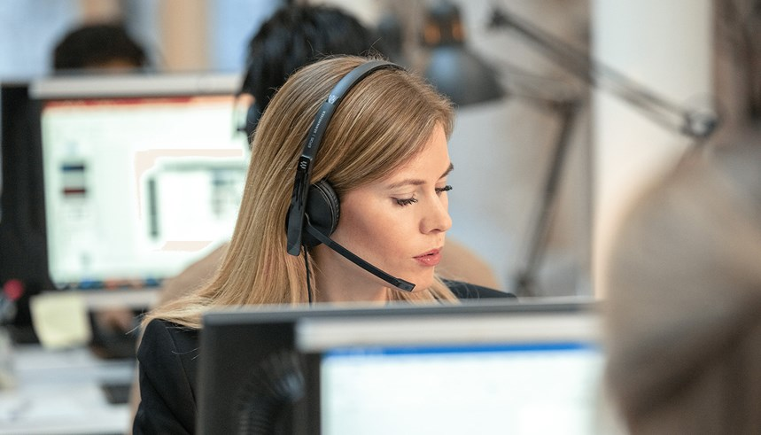 adapt-100---woman-working-at-desk
